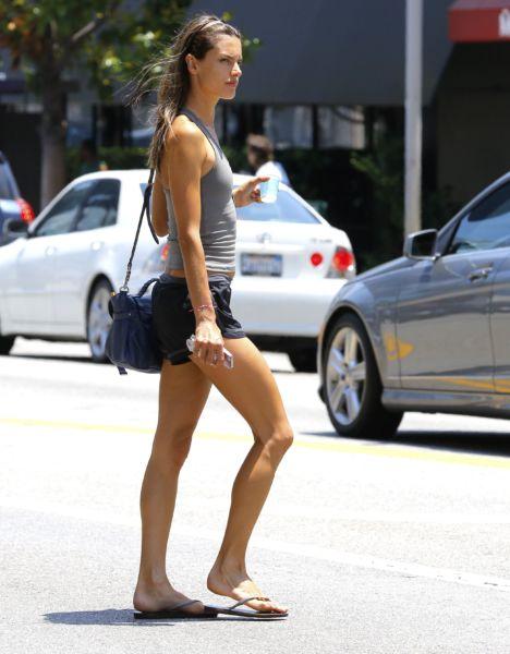 H Αλεσάντρα Αμπρόσιο σε υπέροχη φόρμα μετά από δύο παιδιά! | imommy.gr