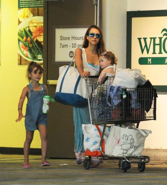 Η στυλάτη Τζέσικα Άλμπα με τις κόρες της για ψώνια | imommy.gr