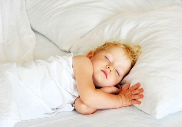 Σταθερό πρόγραμμα ύπνου για γερό μυαλό! | imommy.gr