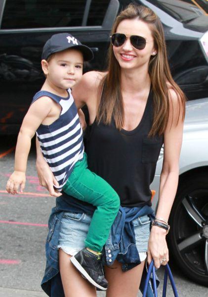 Η Μιράντα Κερ για ψώνια με το μικρό Φλιν | imommy.gr
