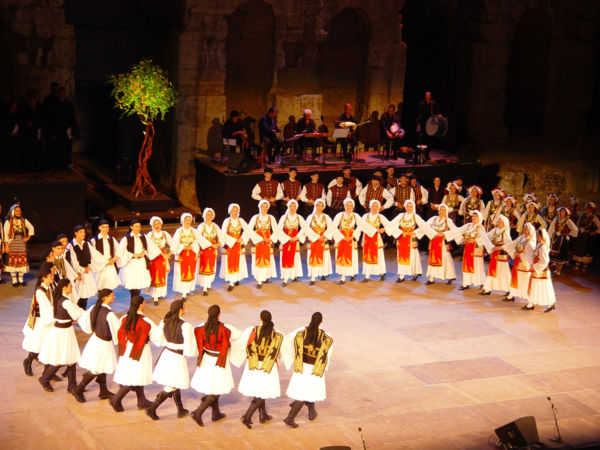«Πέρδικες στήνουνε χορό κι αηδόνια τραγουδούνε» | imommy.gr