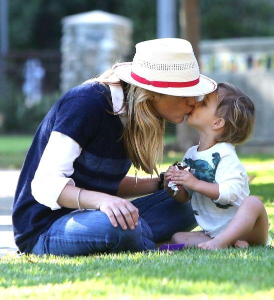 Η Σέλμα Μπλερ και ο μικρός Άρθουρ κάνουν μαζί τις σκανταλιές!   imommy.gr