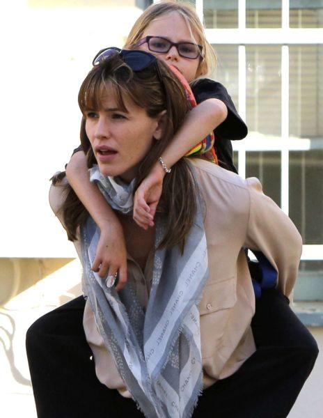 Η Τζένιφερ Γκάρνερ είναι μια σούπερ μαμά!   imommy.gr