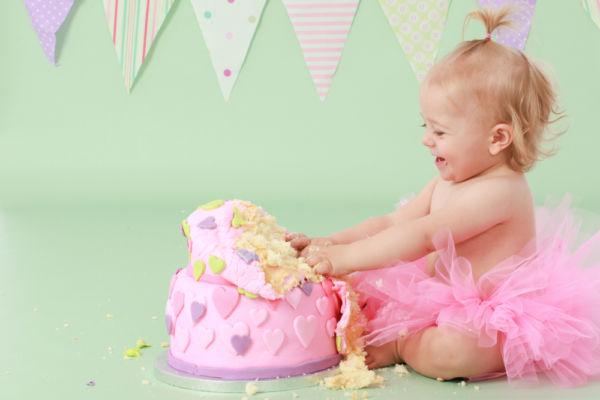 (Βίντεο) Μωρά και τούρτες γενεθλίων: Ένας ακαταμάχητος συνδυασμός | imommy.gr