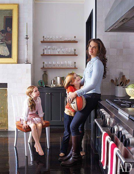 Η Μπρουκ Σιλντς μάς καλωσορίζει στο σπίτι της στο Μανχάταν | imommy.gr