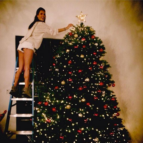 Οι διάσημες μαμάδες στολίζουν για τα Χριστούγεννα | imommy.gr