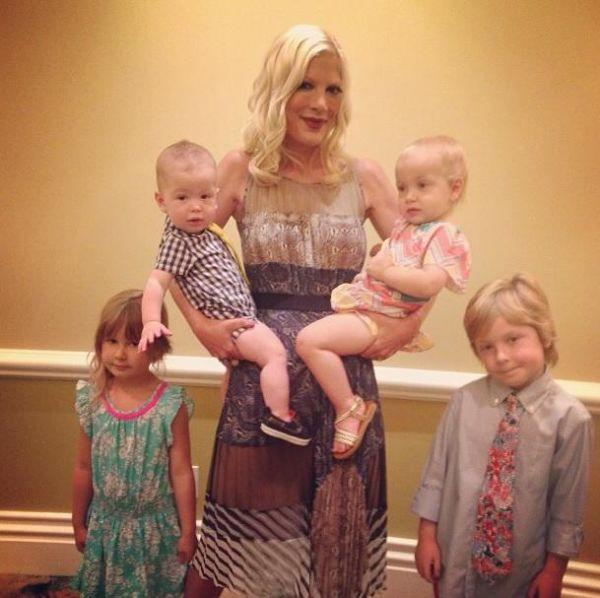 Τόρι Σπέλινγκ: «Δεν είναι εύκολο να μεγαλώνεις τέσσερα παιδιά, αλλά απολαμβάνω κάθε στιγμή!» | imommy.gr