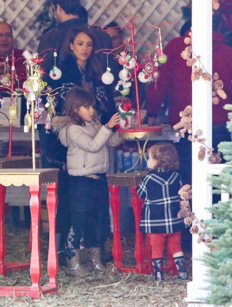 Η Τζέσικα Άλμπα κάνει τα γιορτινά ψώνια με όλη την οικογένεια | imommy.gr