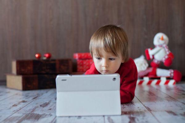 Τα tablets βοηθούν τα παιδιά να γίνουν ευφυέστερα | imommy.gr