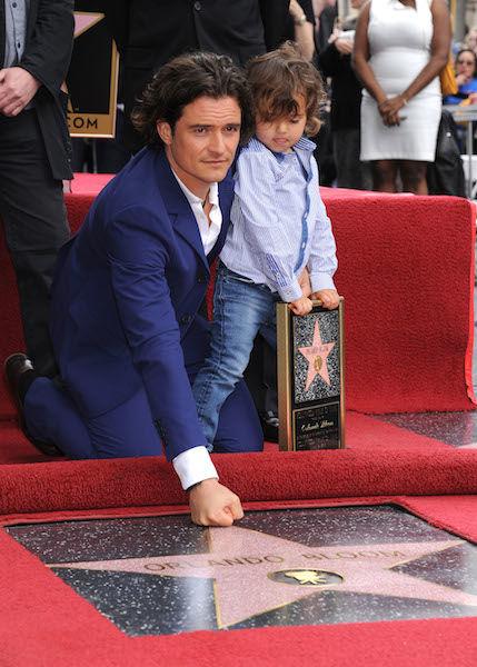Ο Ορλάντο Μπλουμ στη Λεωφόρο της Δόξας με το γιο του! | imommy.gr