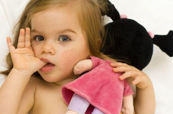 7 τρόποι για να σταματήσει το παιδί να πιπιλάει το δάχτυλό του! | imommy.gr
