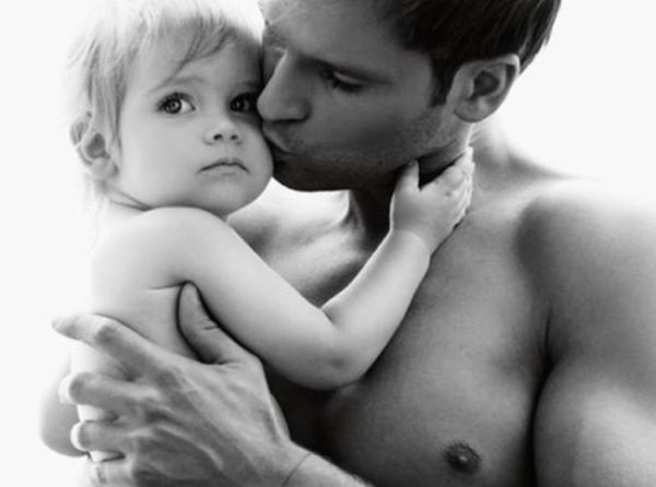 Σε ποια ηλικία (τελικά) οι γιοι μοιάζουν στους μπαμπάδες τους; | imommy.gr