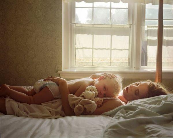 Co-sleeping: Πρέπει ή δεν πρέπει να κοιμάμαι μαζί με το μωρό μου; | imommy.gr