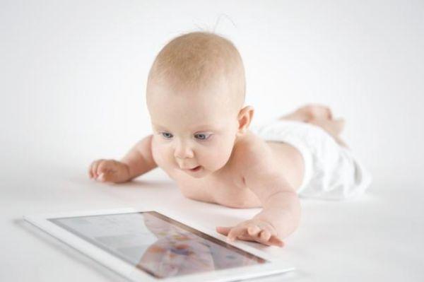 Ποια είναι η πρώτη λέξη των μωρών πριν πουν… μαμά; | imommy.gr