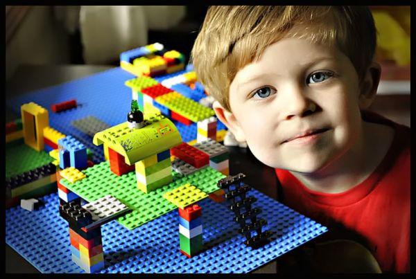 9 πράγματα που μαθαίνει ένα παιδί παίζοντας με τα LEGO | imommy.gr