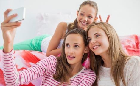 Πόσο καλό (ή κακό) κάνουν τα selfies στους έφηβους; | imommy.gr