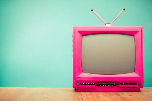 Τι μπορεί να πάθει ένα παιδί που βλέπει συνεχώς τηλεόραση; | imommy.gr
