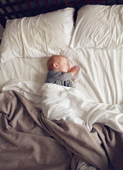 Γιατί το μωρό κλαίει όταν το βάζετε στην κούνια; | imommy.gr