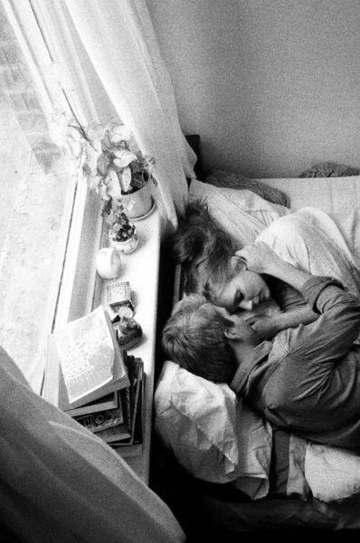 Εσείς κοιμάστε αγκαλιά με το σύντροφό σας; | imommy.gr