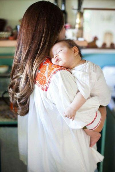 Ποια είναι η σωστή τεχνική για να ρευτεί το μωρό! | imommy.gr