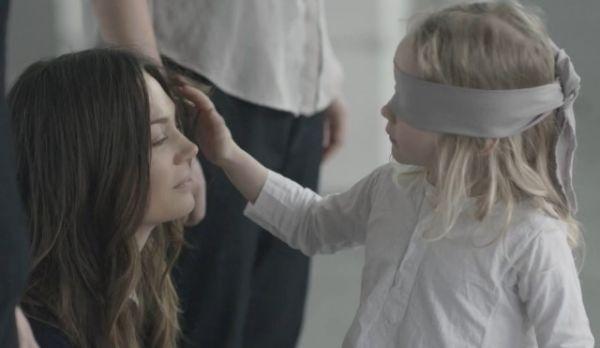 Βίντεο: Τα παιδιά αναγνωρίζουν τη μαμά τους και με μάτια κλειστά! | imommy.gr
