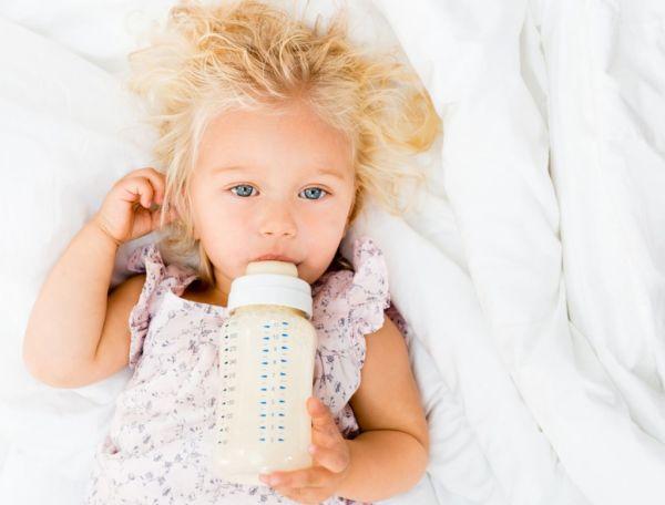 Ο ύπνος με το μπιμπερό κάνει κακό (και όχι μόνο στα δόντια) | imommy.gr