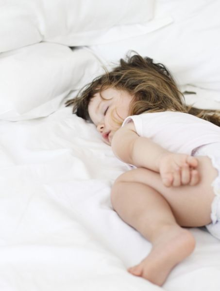 Νυχτερινή ενούρηση: Γιατί βρέχει ακόμη το κρεβάτι του; | imommy.gr