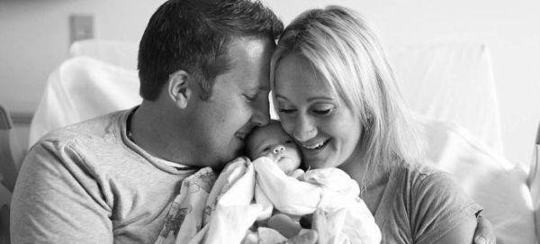 Εικόνες: Ζευγάρι συναντά για πρώτη φορά το μωρό που υιοθέτησε   imommy.gr