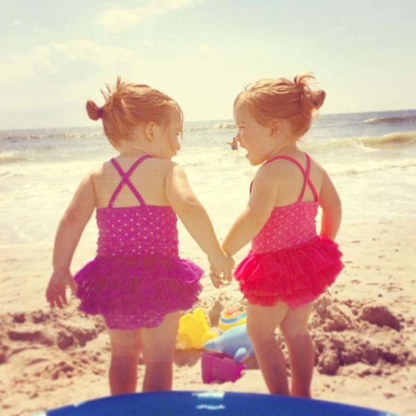 Εικόνες: Έτσι είναι η αγάπη των δίδυμων παιδιών   imommy.gr
