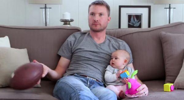 Βίντεο: Τι κάνει ο μπαμπάς, όταν μένει μόνος στο σπίτι με το μωρό; | imommy.gr