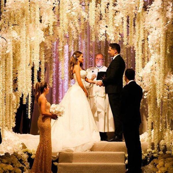 Όλες οι φωτό από το γάμο της Σοφία Βεργκάρα με τον Τζο Μανγκανιέλο | imommy.gr