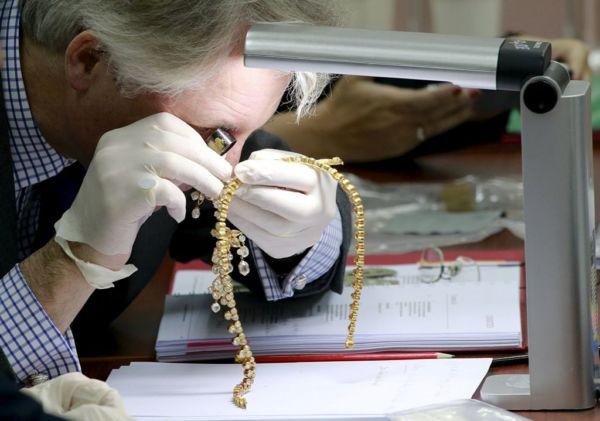 ΥΠΟΙΚ: Προσέλθετε στην εφορία να δηλώσετε κοσμήματα και μετρητά που έχετε σπίτι σας   imommy.gr