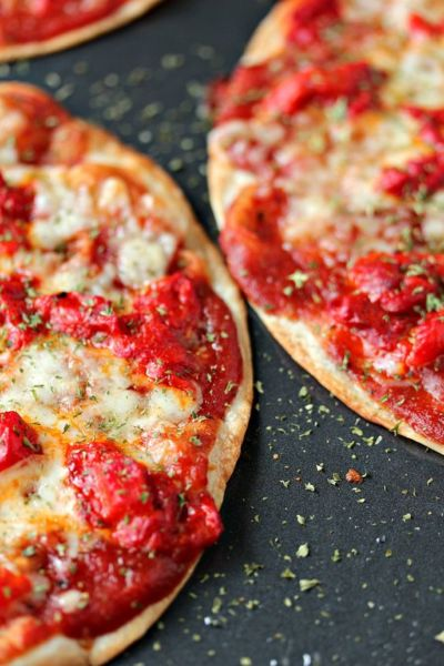 Εύκολη πίτσα με τορτίγια σε 5 λεπτά! | imommy.gr