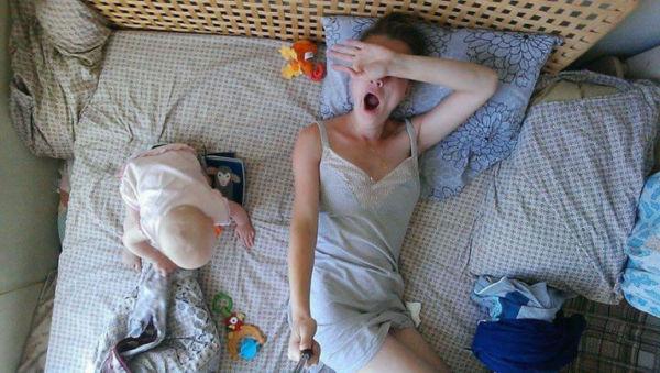 Το 24ωρο μιας μαμάς μέσα από 16 selfies φωτογραφίες! | imommy.gr