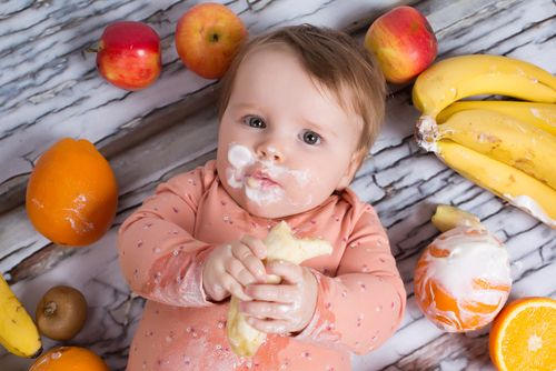 Εισαγωγή στερεάς τροφής στη βρεφική ηλικία: Όλα όσα πρέπει να γνωρίζετε | imommy.gr