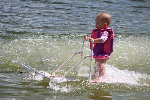 Βίντεο: 6 μηνών πιτσιρίκα κάνει θαλάσσιο σκι | imommy.gr