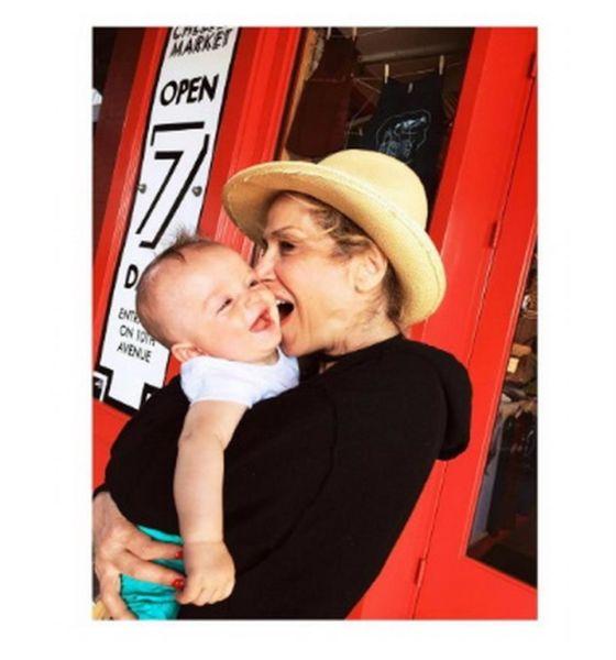Η Άννα Βίσση ποζάρει με τον εγγονό της! | imommy.gr