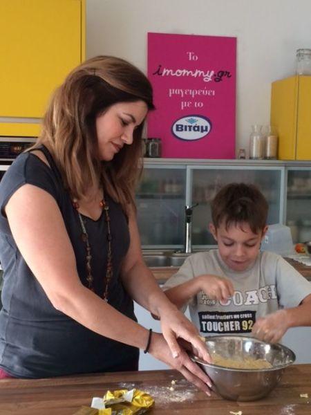 Βίντεο: Η νικήτρια του διαγωνισμού του Βιτάμ μαγειρεύει με τον γιο της! | imommy.gr