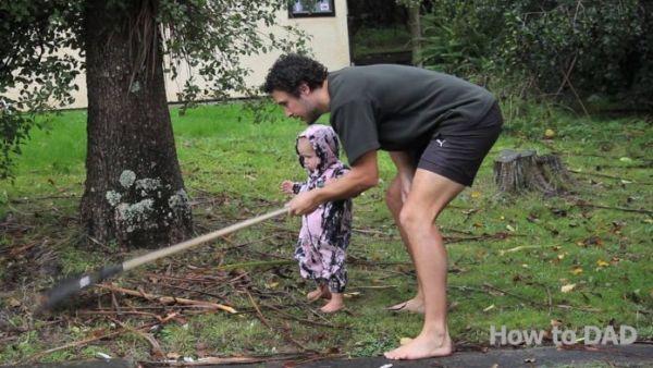 Βίντεο: Ένα μωρό κάνει όλες τις δουλειές του σπιτιού! | imommy.gr