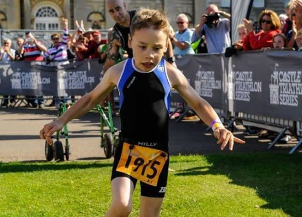 Βίντεο: Ο συγκινητικός τερματισμός ενός 8χρονου αγοριού με εγκεφαλική παράλυση σε Τριάθλο | imommy.gr