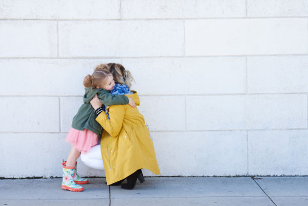 7 (σοβαροί) λόγοι  που δεν πρέπει ποτέ να αναγκάζουμε τα παιδιά να αγκαλιάσουν κάποιον | imommy.gr