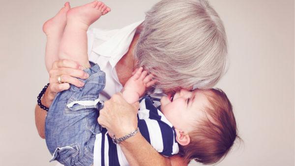 Πιο ευτυχισμένες οι γιαγιάδες από τις μαμάδες! | imommy.gr