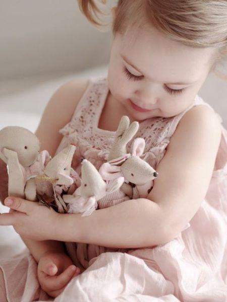 Πόσο «αθώα» είναι τα λούτρινα κουκλάκια για την υγεία του μωρού μας; | imommy.gr