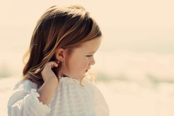 Ποια είναι η κατάλληλη ηλικία για να τρυπήσει τα αυτιά της η κόρη σας; | imommy.gr