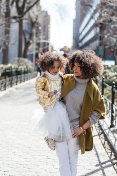 5 αλήθειες που μόνον οι μαμάδες με σγουρά μαλλιά μπορούν να καταλάβουν | imommy.gr