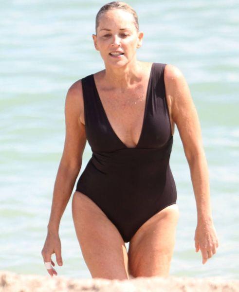 H 59χρονη Σάρον Στόουν με μαγιό.. και σε τέλεια φόρμα! | imommy.gr