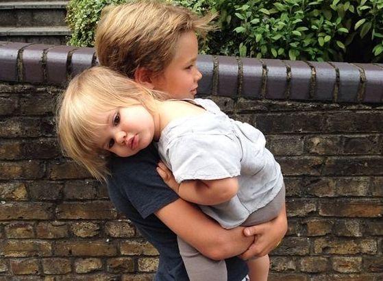 Πιο ευτυχισμένα τα αγόρια που έχουν αδερφή | imommy.gr