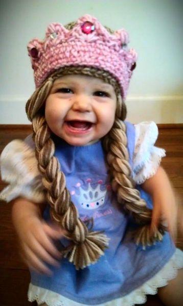 Εικόνες: Αξιολάτρευτα μωρά με σκουφάκια-περούκες | imommy.gr