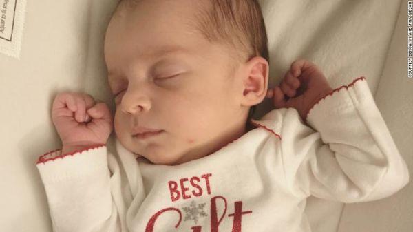 Αυτό το βρέφος είναι μόλις ένα χρόνο νεότερο από την μητέρα του! | imommy.gr