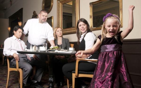 Πώς να μην γίνετε ρεζίλι με τα παιδιά στο εστιατόριο! | imommy.gr